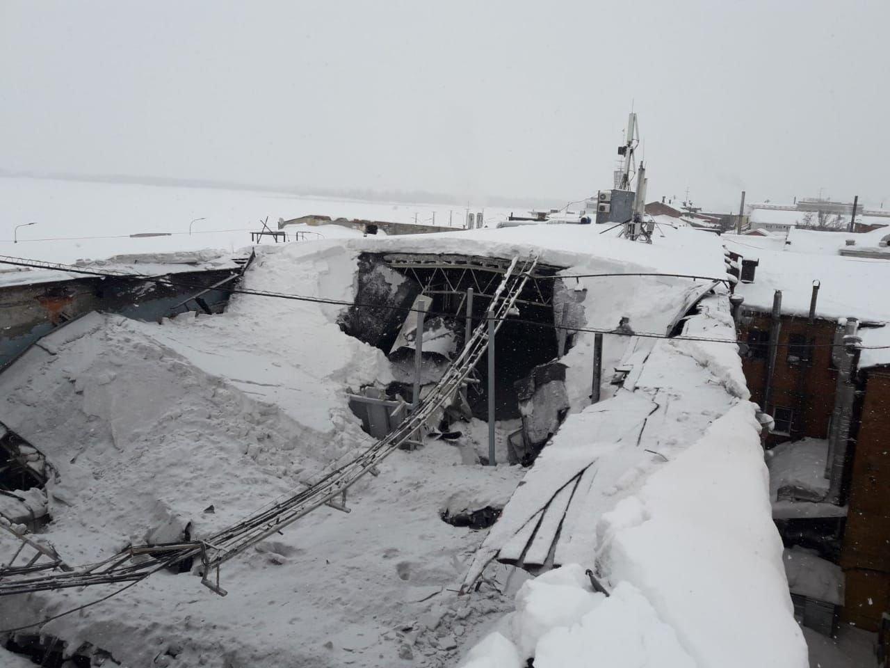 Крыша старинного особняка рухнула на Нижневолжской набережной
